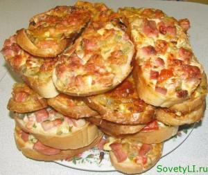 Горячие бутерброды или пицца на батоне