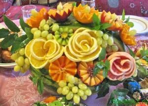 Корзина из арбуза - фруктовый букет