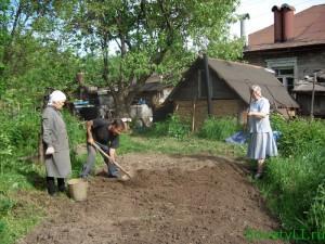Копаем садовый участок