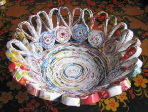 Изделия из бумажных трубочек, склеивание вазы