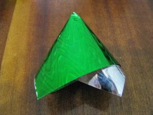 Елка из конфет с сюрпризом, пошаговое фото 6