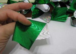 Елка из конфет с сюрпризом, пошаговое фото 4