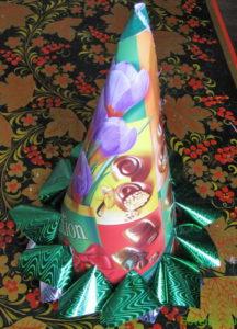 Елка из конфет с сюрпризом, пошаговое фото 7